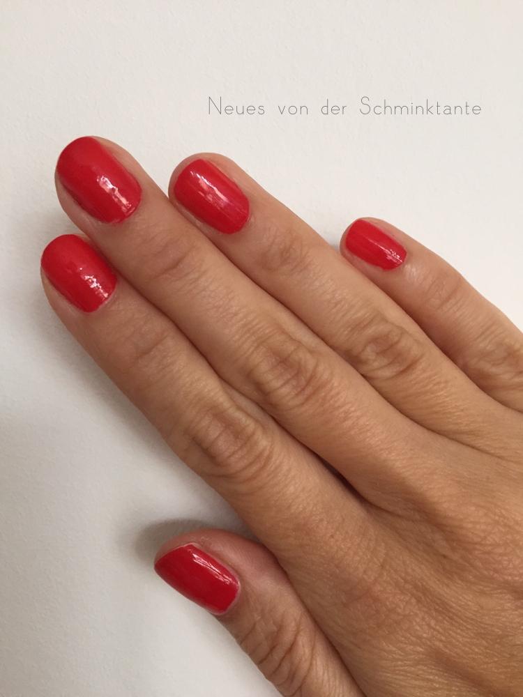 Lanzarote Red auf den Nägeln