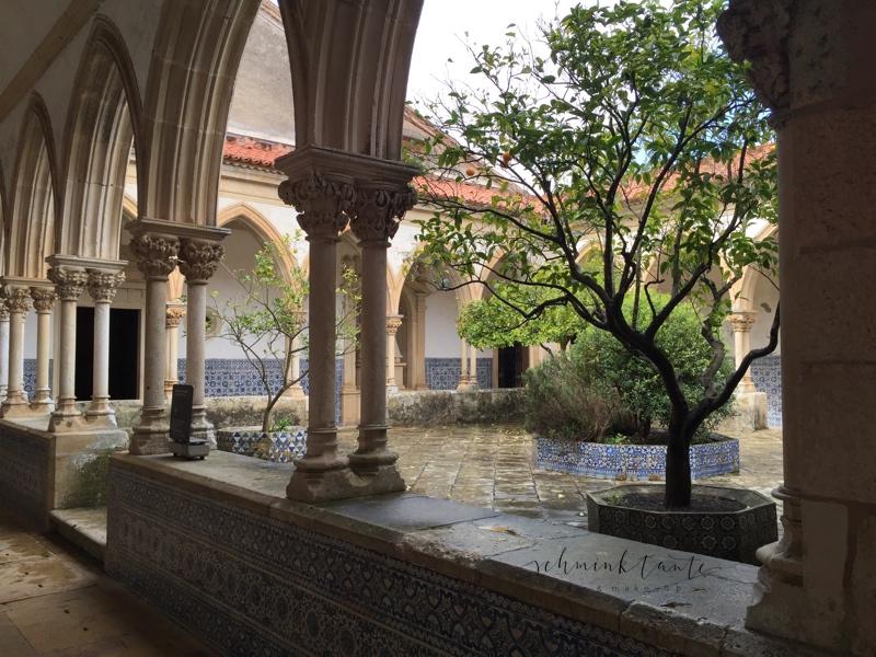 Convento de Cristo, Templer, Tomar, Burg, Castell, Mauern, Schloss, Portugal, Innenhof, Bögen, Steine, Kreuzgang, Maurische Ornamentik