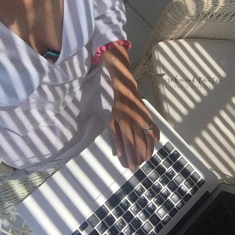 Computer, Laptop, Schatten, Sonne, Sonnenschutz, Beautyblog, Schminktante