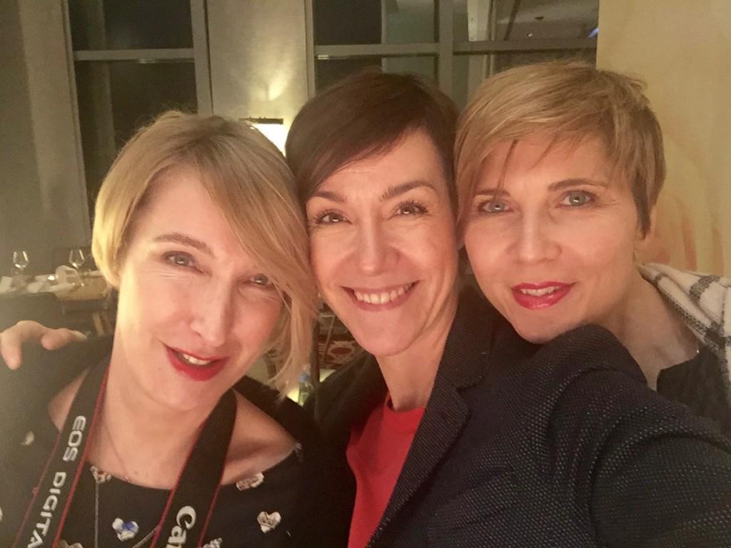 Manchmal auch für Blogarbeit auf Reisen. Hier mit den lieben Bloggerfreundinnen Cla und Conny.