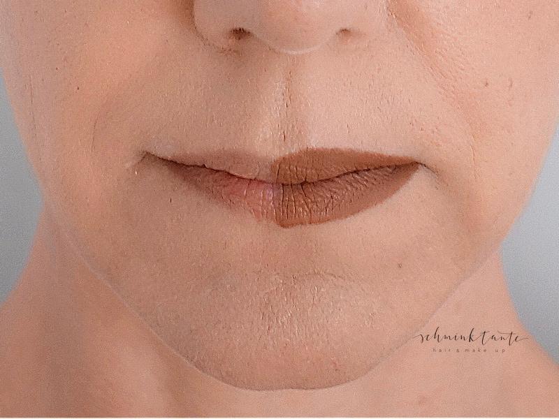 Vollere Lippen durch Schminktechnik.