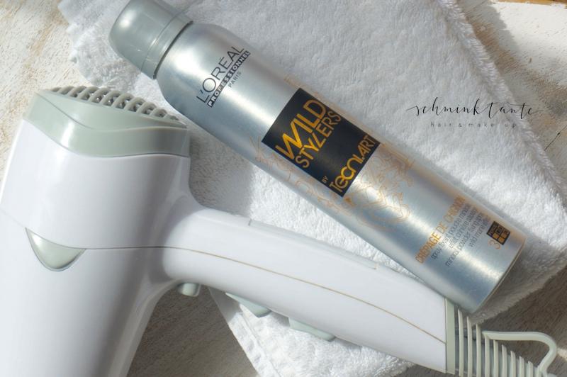 Silber Flasche mit Haarstylingprodukt.