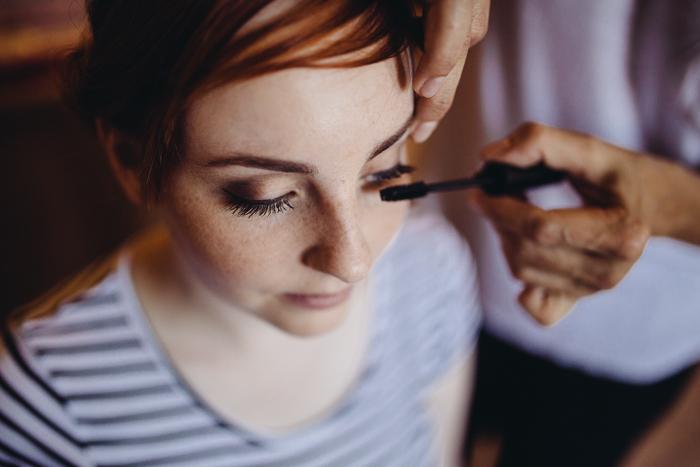 Mascara für die Braut.