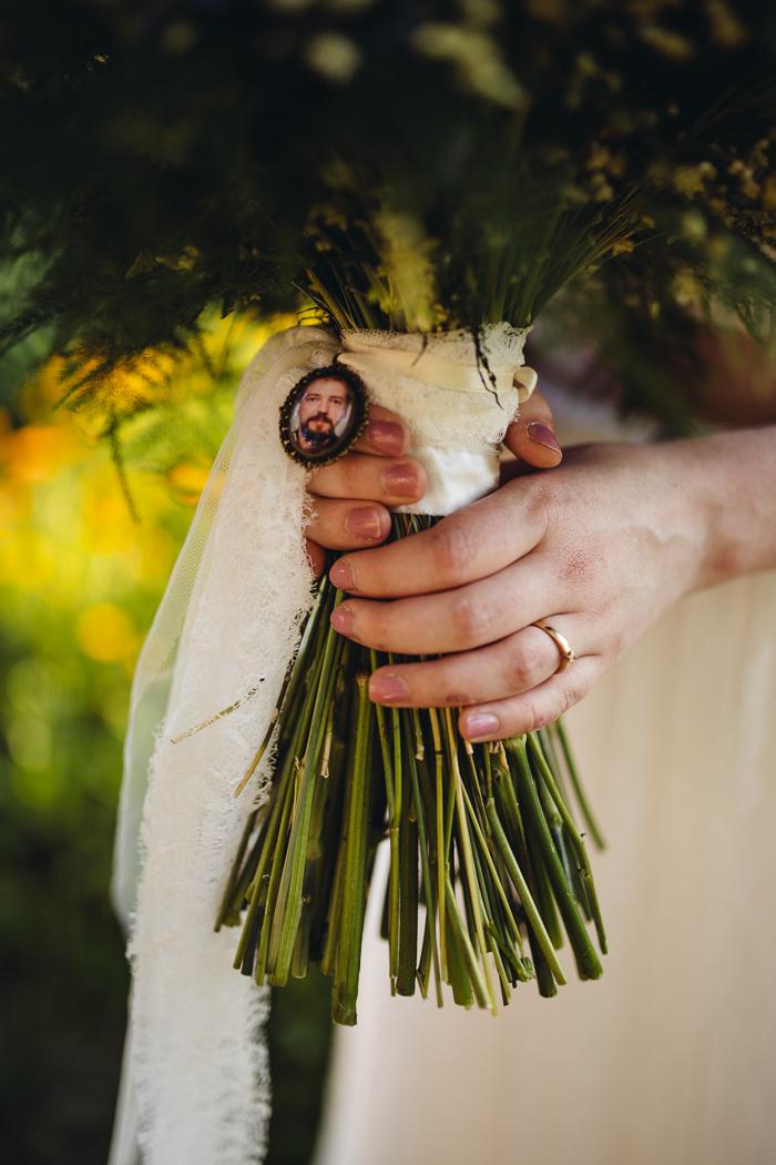 Brautstrauß mit besonderem Detail.