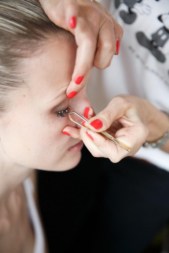 Foto: Melanie Meißner - Wimpernankleben - Fingerspritzengefühl
